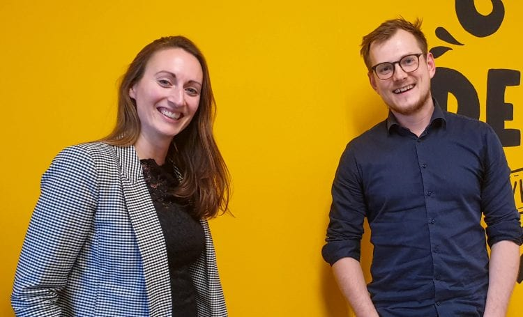 podcast cover: Jessica <strong>Tuinman-Kuiken</strong> van Marketing Crew